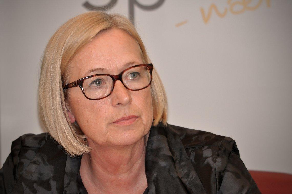 Marit Arnstad: Regjeringen tar ikke ansvar for nedleggelsene i Nesna og Sandnessjøen