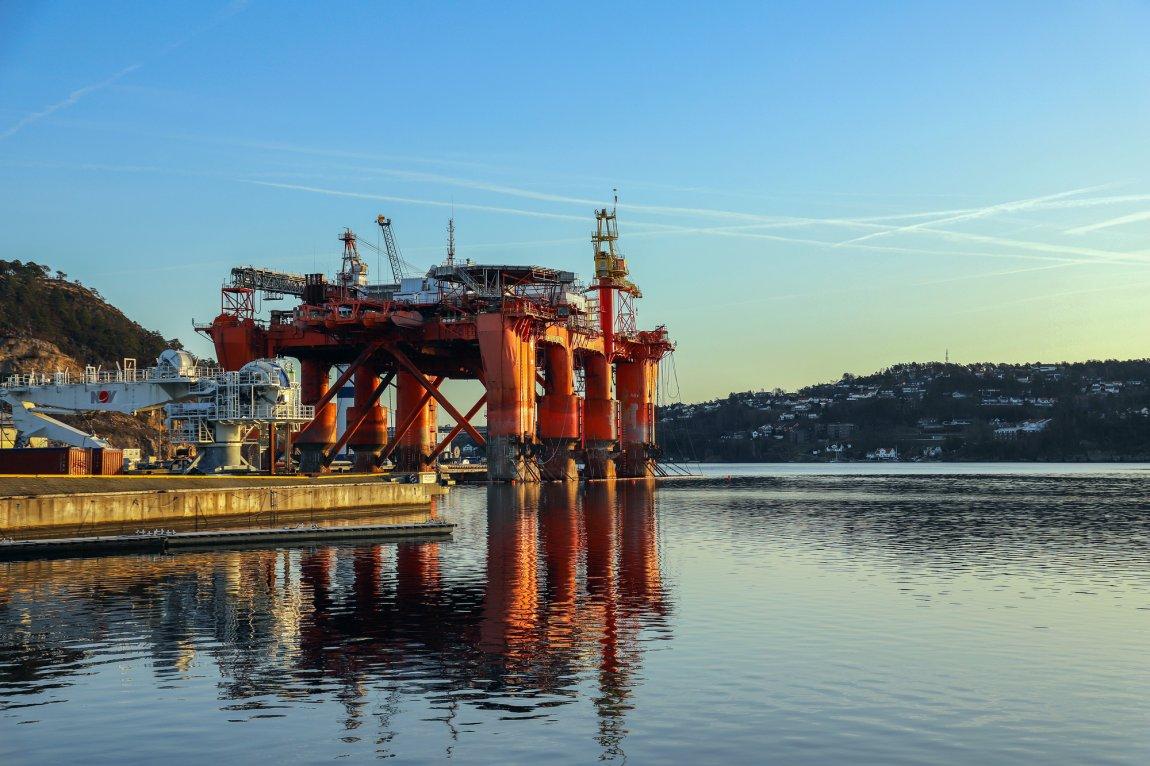 2020 - COSLRival, flotell til bruk i oljebransjen, i opplag i  Kristiansand, Agder