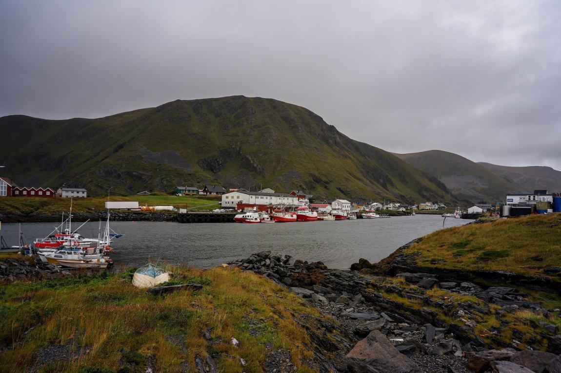 2020 Fiskebåter ved kaia i Sørvær, Hasvik i Finnmark