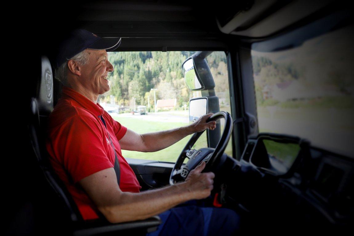 2020 Jan Herstad, melkebilsjåfør. Sogn og Fjordane - portrett