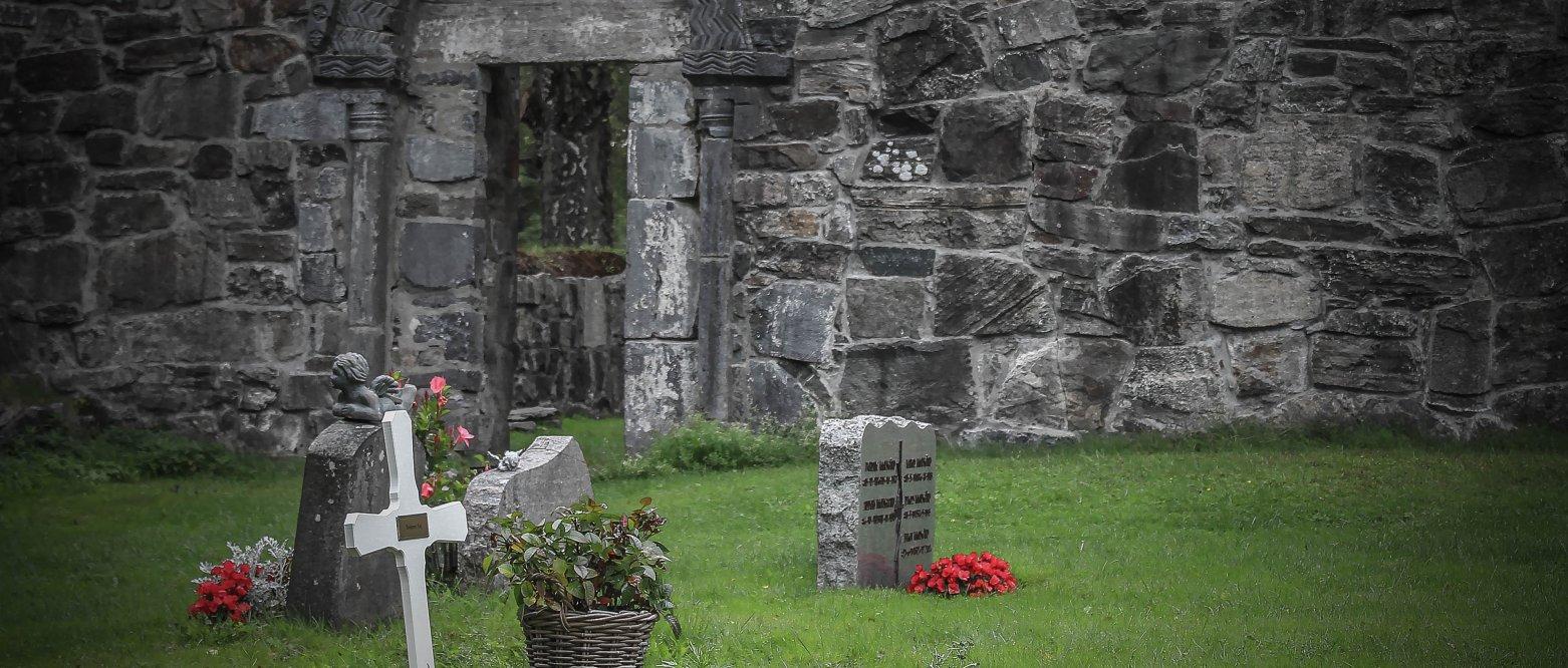 Urnesatelitt-gravsteder i Lørenskog