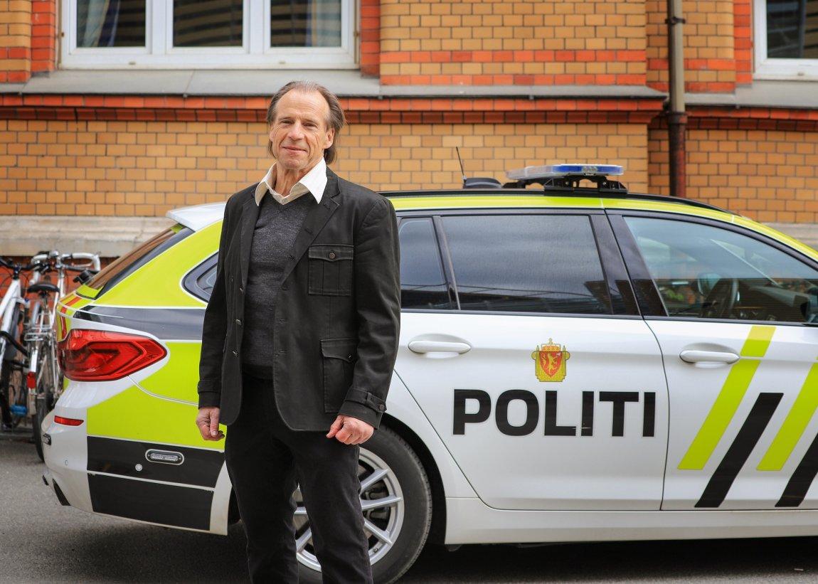 2021 Jan Bøhler foran politibil, Oslo