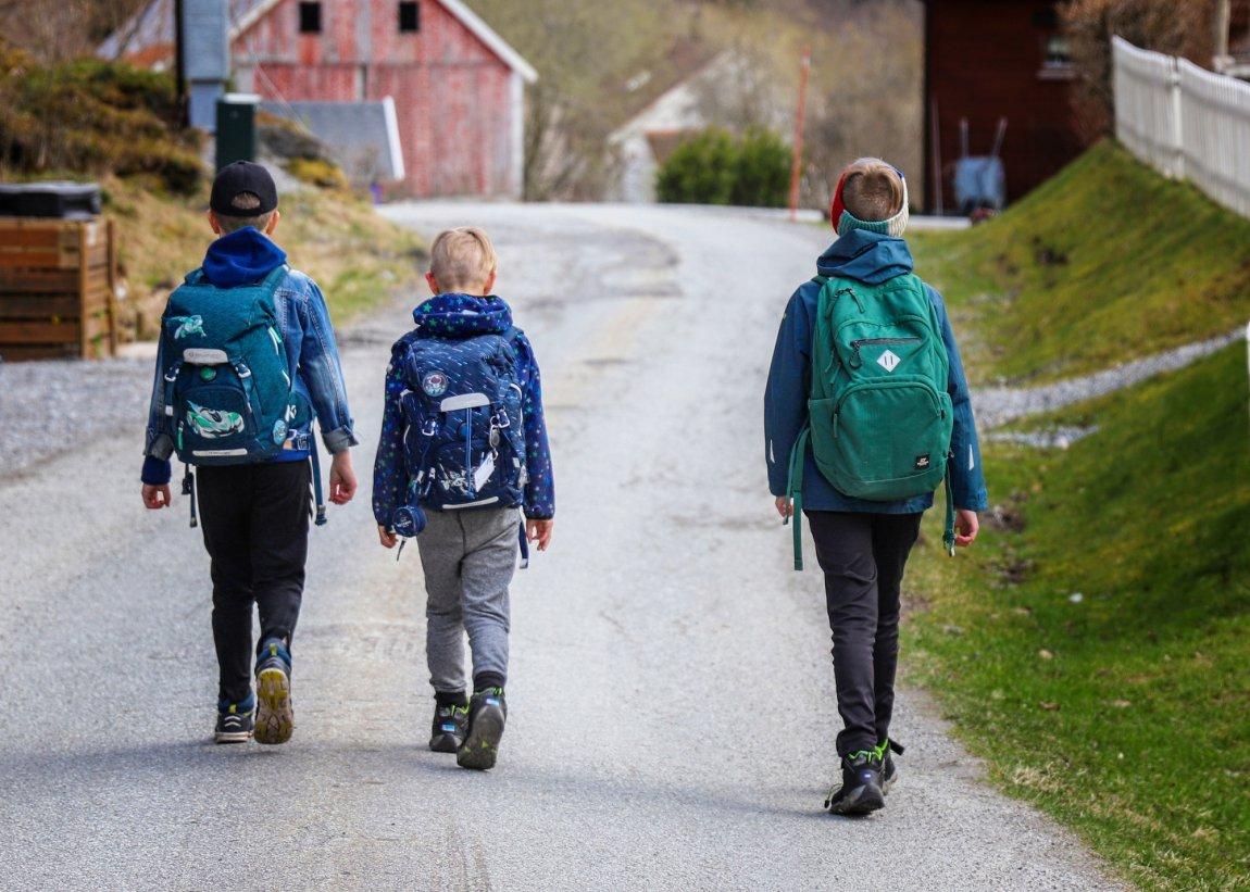 2021 Barn på vei til skolen