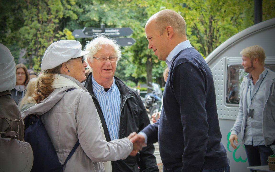 2017 - Trygve Slagsvold Vedum på stand på Karl Johan